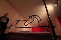 Betteinfassung mit Pferdeköpfen aus Rund Stahl