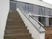 Brüstungsgeländer und Treppenhandlauf aus Edelstahl