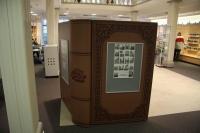 Vitrine als riesengroßes Buch für die Stadtinformation Hildesheim