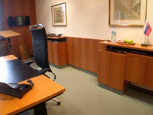 Büro mit Sideboards