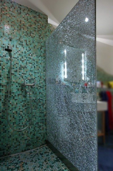 Duschabtrennung aus Crashglas