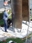 Pylon für Dumrath & Fassnacht: Montage der Stelen