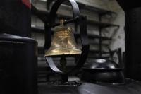 19.1.10 die Glocke ist montiert und das Lokhäusschen bekommt sein rußiges Aussehen