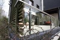 Balkongeländer aus Glas und Edelstahl