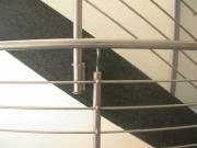 schönes Treppengeländer aus Edelstahlrohr