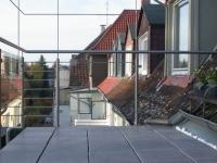 Balkongeländer mit einem Rankdach in Schmitzstruktur aus Edelstahl
