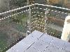 Balkongeländer aus Edelstahl mit Glasfüllung und Rankgitter.