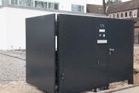 Toranlage aus verzinktem Stahl und elektrischem Torantrieb