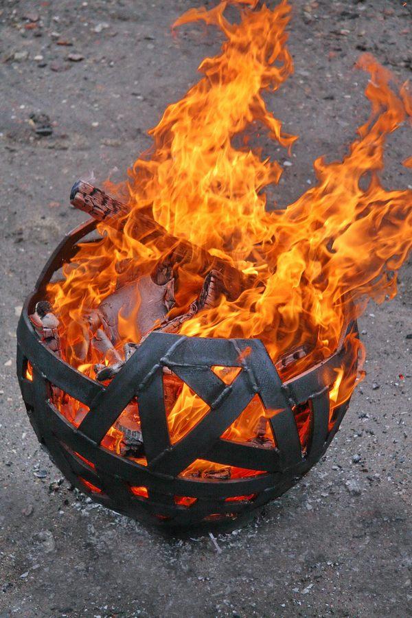 Feuerschale aus flachstahl - Feuerkugel garten ...