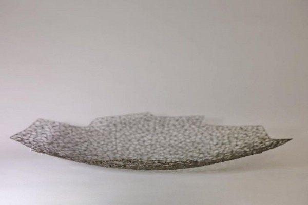 große, flache Schale aus 1 mm Draht geschweißt