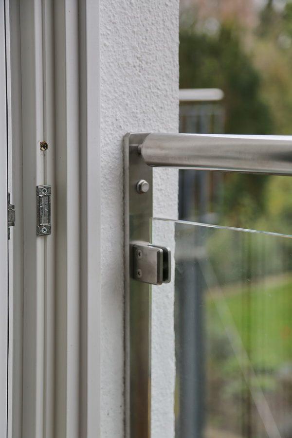 zwei franz sische balkone aus edelstahl und glas. Black Bedroom Furniture Sets. Home Design Ideas