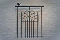 Franz. Balkon aus verzinktem Stahl mit Schmuckornamenten, anthrazit lackiert, Preis per laufenden Meter