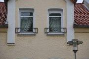 Zwei hübsche französische Balkone