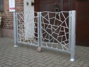 Stahltor / Gartentor mit einer aussergewöhnlichen Füllung in typischer Schmitzstruktur