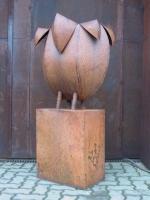 Rostige Pflanzgefäß Skulptur