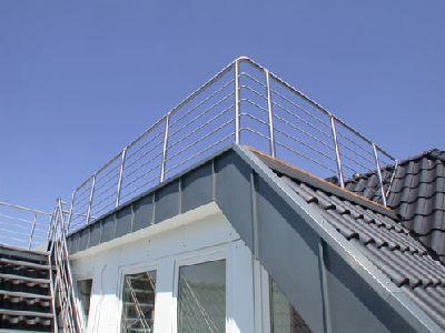 Balkongeländer aus Edelstahl für eine Dachterrasse