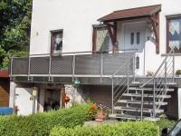 Balkongeländer und Treppengeländer mit Edelstahl Lochblech