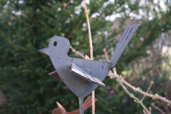 tierskulptur vogel aus gelasertem stahl. Black Bedroom Furniture Sets. Home Design Ideas