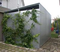 Gerätehaus mit Rankgitter aus verzinktem Stahlblech