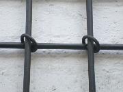 Fenstergitter aus Stahl, Knotenpunkte mit Ringen geschlossen