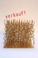 Goldfarbene Skulptur aus Rundstahl