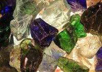 Farbig hinterleuchtete Glasbrocken