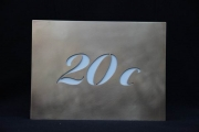 hinterleuchtete Hausnummer 20c aus Edelstahl