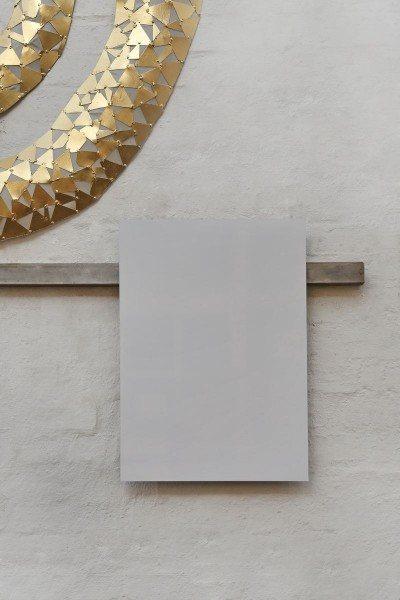 Magnetleiste aus Flacheisen mit einer Whiteboard Tafel