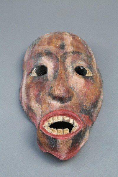 Maske aus Holz, farbig gefasst