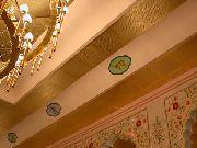 Gemalte Medaillions an der Decke in der Prunkhalle des  Maharadja im Zoo Hannover