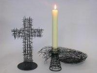 Kreuz, Kerzenleuchter und eine Schale für das Michaeliskloster in Hildesheim