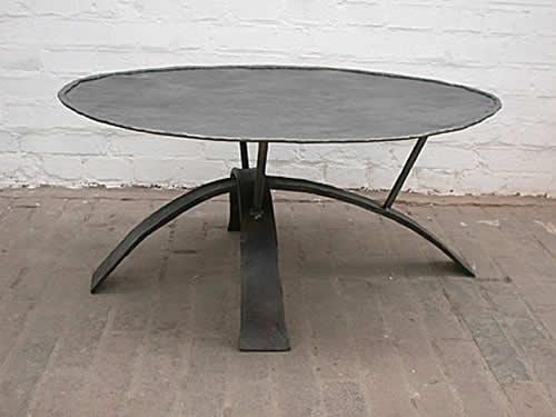 astreiner geschmiedeter Tisch aus Stahl