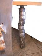 Tischbein als Tassenstapel aus Aluminium massiv gegossen