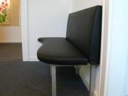 Sofa oder Polsterbank aus lackiertem Stahl und Leder