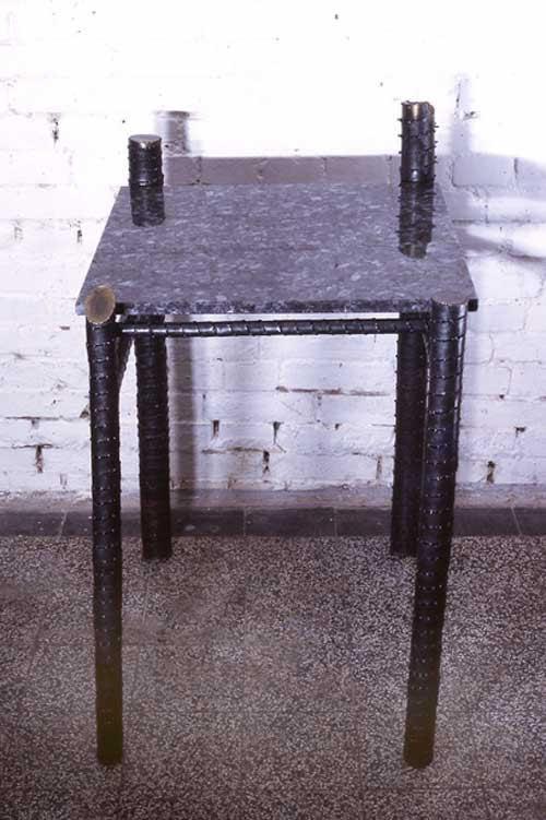 Tisch - Stahlblech, Labradorgranit