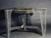 Tisch mit Schmitzstruktur aus Stahl geschweißt