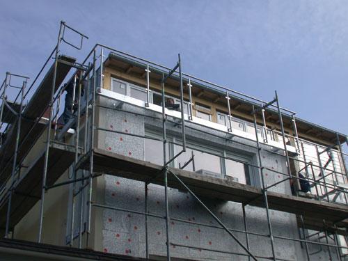 kranmontage eines balkon mit balkongel nder. Black Bedroom Furniture Sets. Home Design Ideas