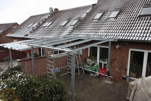 montage eines terrassen dach aus feuerverzinktem stahl und. Black Bedroom Furniture Sets. Home Design Ideas