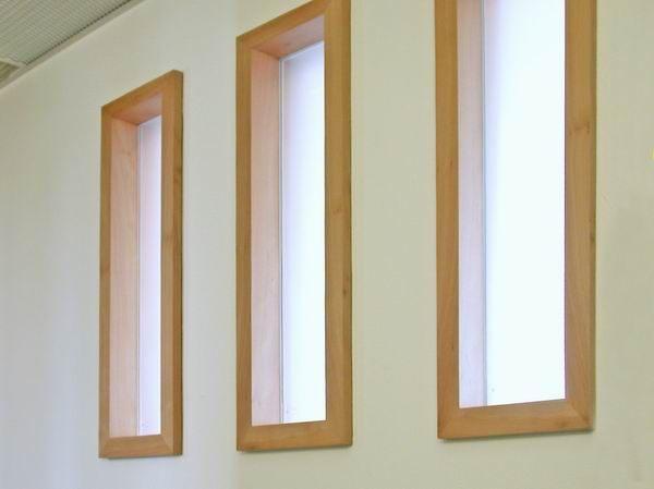 Fenster und Tür aus Platane, Füllung aus selbstverdunkeldem Glas