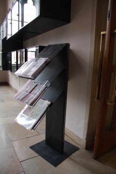 Prospektständer in der Ausstellung Made in Hildesheim im Rathaus Hildesheim