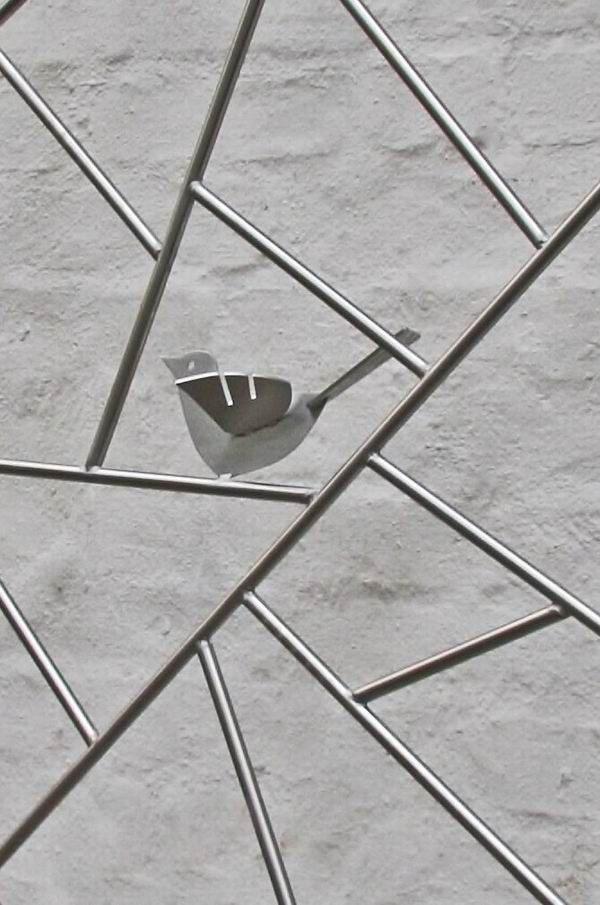 rankgitter schmitzstruktur mit gelaserten v gel aus edelstahl. Black Bedroom Furniture Sets. Home Design Ideas