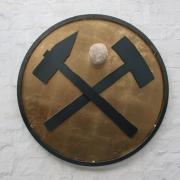 Relief mit Hammer und Schlegel