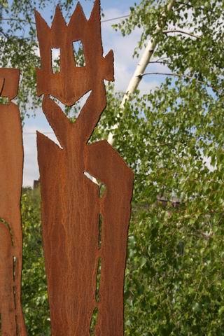 2 Meter große Gartenskulptur aus Stahl plasmagetrennt