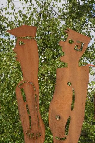 zwei Meter große Gartenskulpturen, Stahl plasmagetrennt, Preis pro Stück