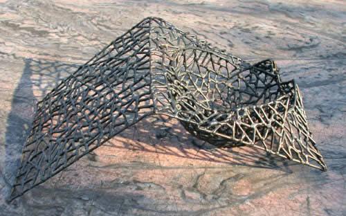 Schale aus Eisendraht mit Kugel mit Fläche
