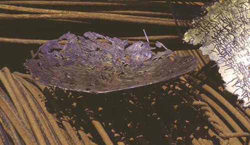 Schale aus Tombak und Eisen