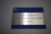 Safety Excellence Award 2009 aus Edelstahl, anlassbeschriftet auf Acrylglasträger
