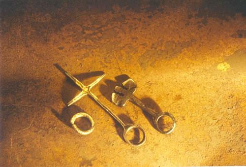 Geschmiedete Ringe aus Eisen und Gold