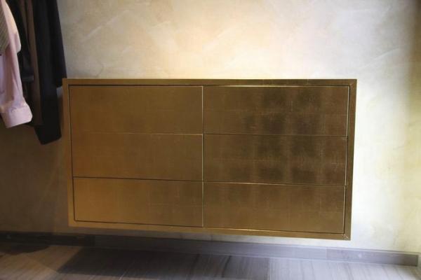 schuhschrank design schwebender vergoldeter metall