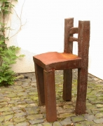 Stuhl aus rostigem Stahl geschweißt